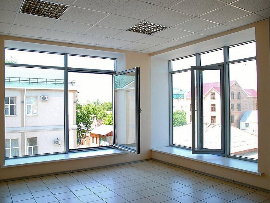 Квартира с окнами из алюминиевых стеклопакетов
