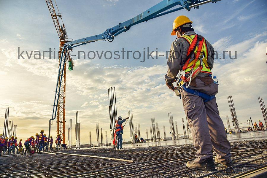 Начальный этап строительства новостройки - на котловане котлована